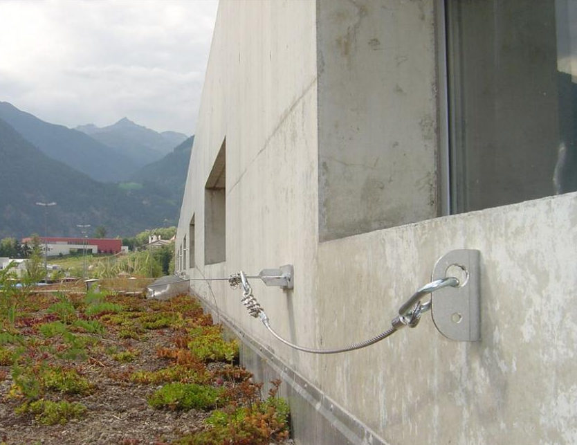 Posa linee vita tipo gancio muro a Bergamo
