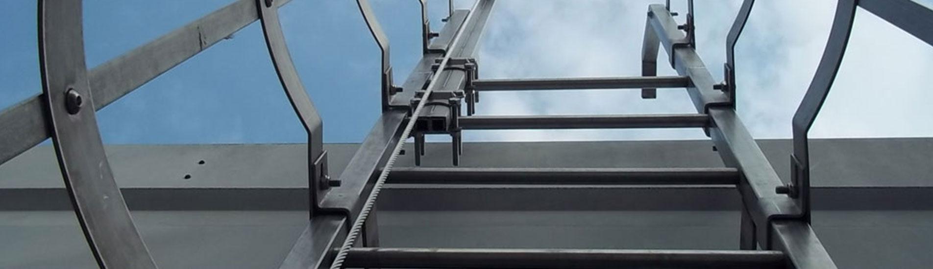 Installazione<br> scale per accesso tetti