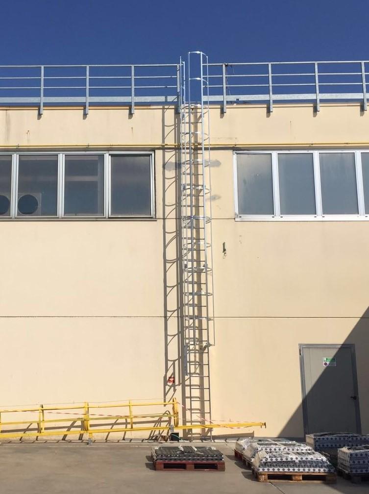 Posa scale di sicurezza per accesso tetti a Bergamo