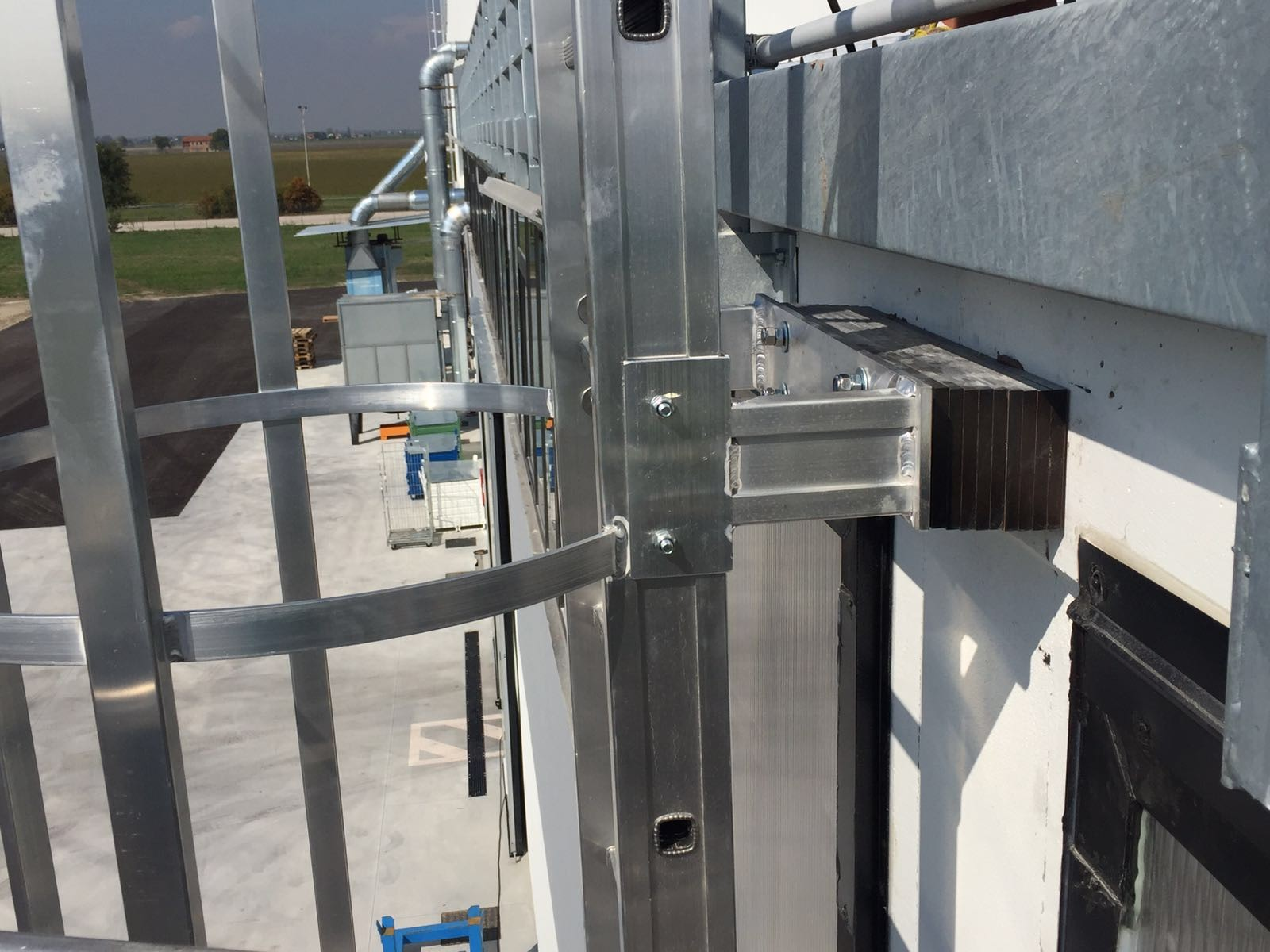 Posa scale di sicurezza per accesso tetti a Brescia